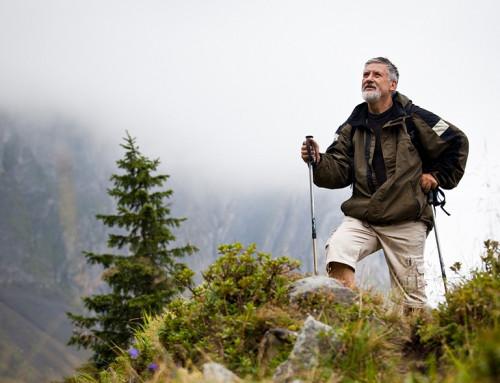 В чем польза скандинавской ходьбы